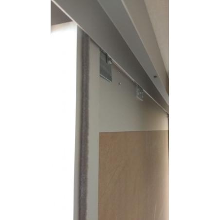 Puerta armario montada, colocación rueda superior y cepillo